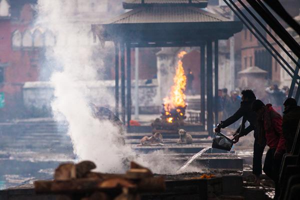 Man puts out small fire in Kathmandu, Nepal