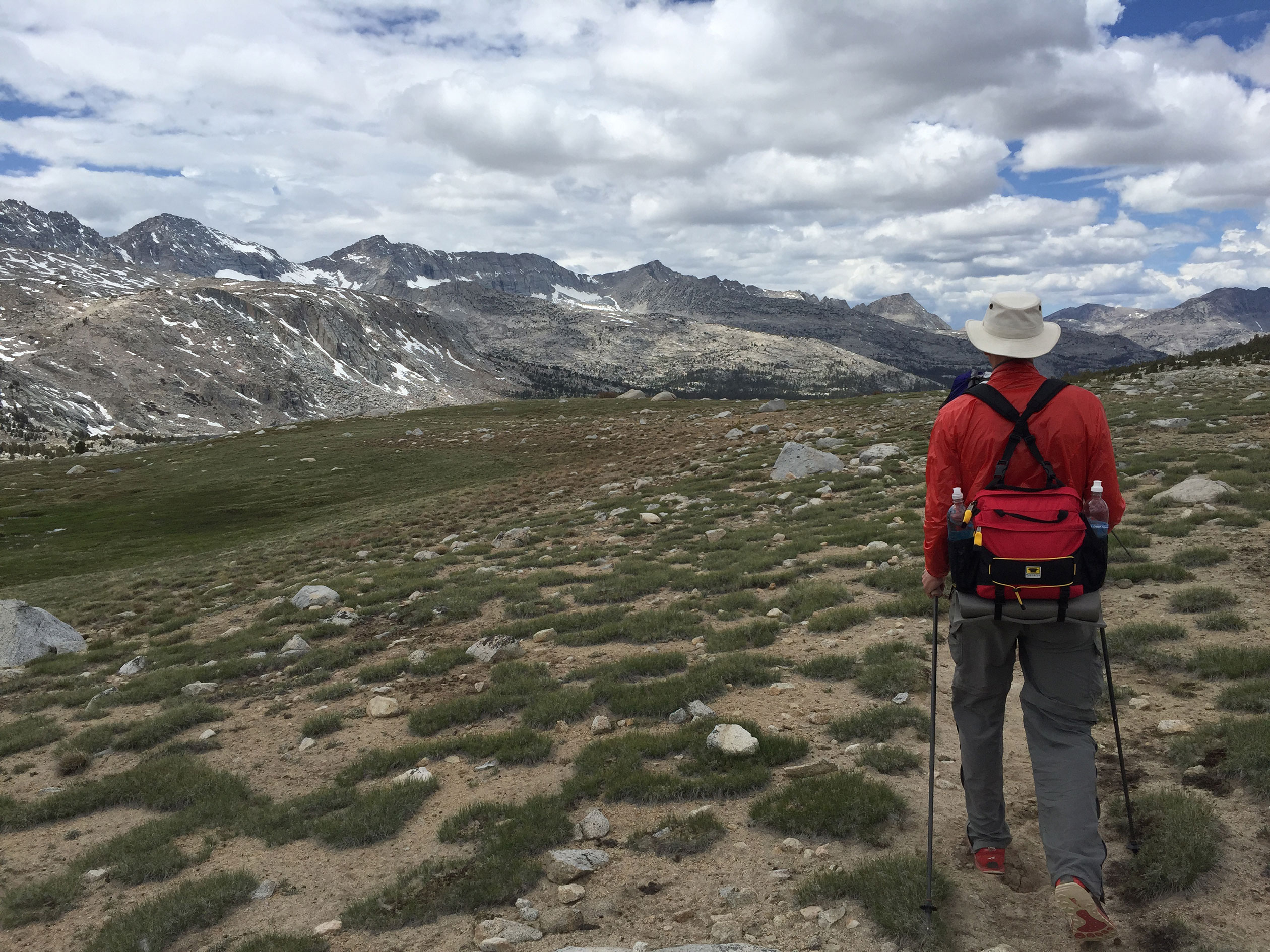 glen hiking puppet pass with mountain smith day pack